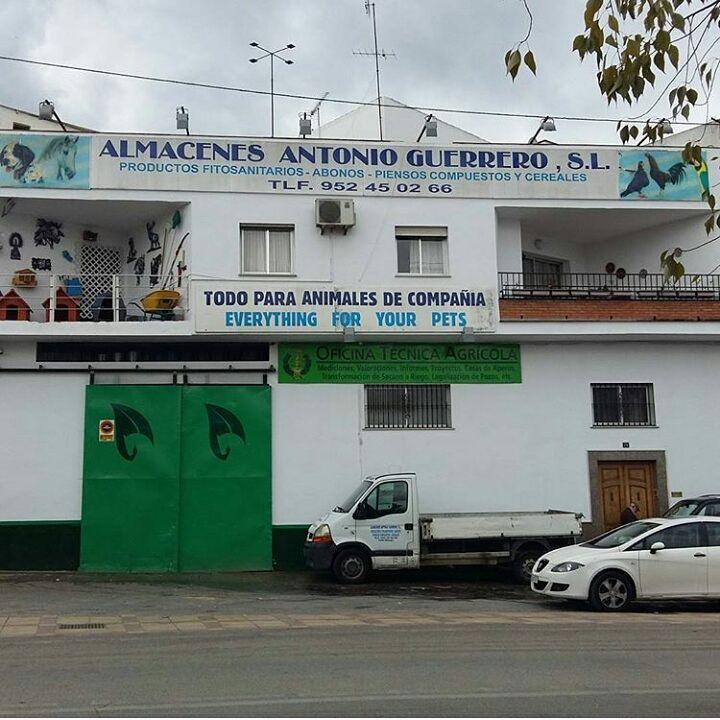 Contacta con nosotros: Almacenes Antonio Guerrero Coín.